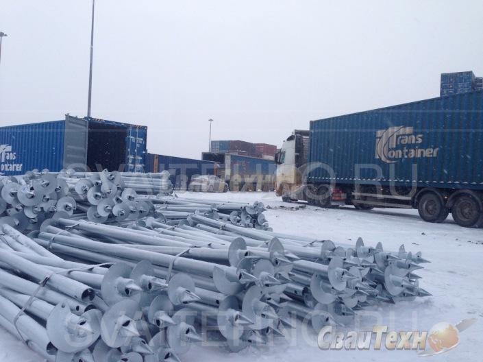 Подготовка винтовых свай к погрузке в контейнер